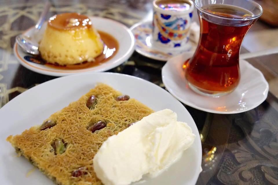 トルコイスタンブールの伝統的なスイーツ(お菓子)「プリン」