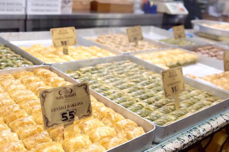 トルコイスタンブールの伝統的なスイーツ(お菓子)「バクラヴァ」