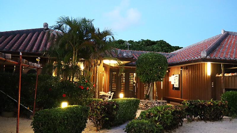 沖縄の八重山諸島、石垣島の離島、竹富島「ガーデンあさひ」