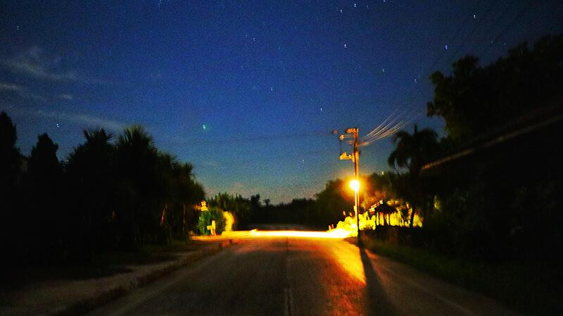 沖縄の八重山諸島、石垣島の離島、竹富島の夜、観光、ツアー、水牛、星のや、民宿