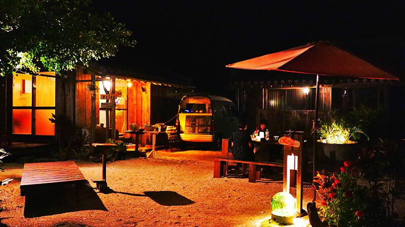 沖縄の八重山諸島、石垣島の離島、竹富島「月灯」、観光、ツアー、水牛、星のや、民宿