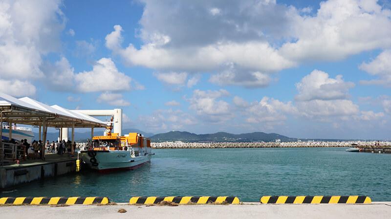 沖縄の八重山諸島、石垣島の離島、竹富島の港、観光、ツアー、水牛、星のや、民宿