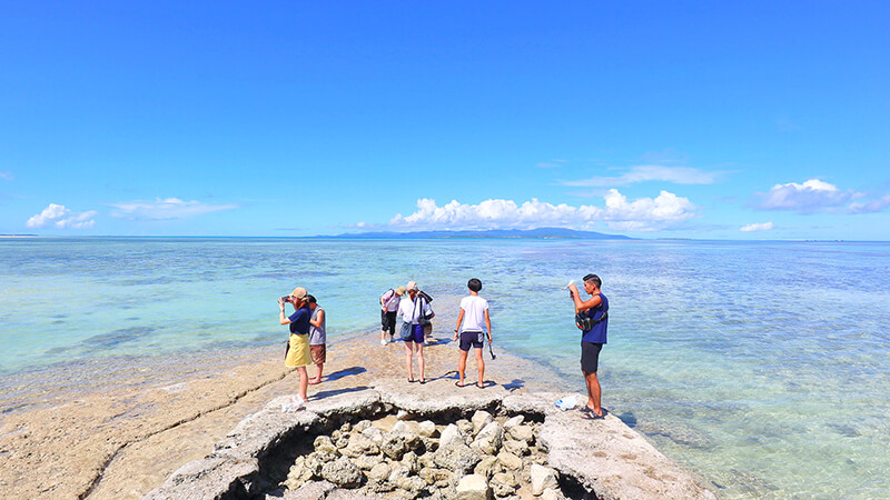 沖縄の八重山諸島、石垣島の離島、竹富島、西桟橋、観光、ツアー、水牛、星のや、民宿